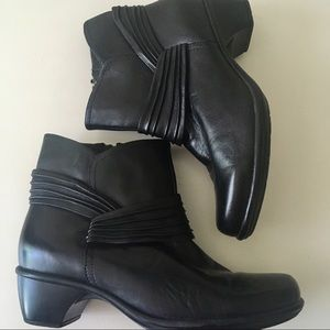 Clarks Black Leather Healed Ankle Boots - 9